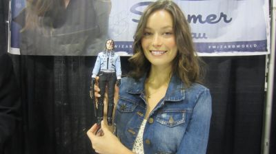 Summer Glau holding a Cameron action figure at <br /> Wizard World Chicago.