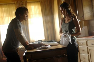 TSCC 1.02 Gnothi Seauton - Publicity still of Thomas Dekker and Summer Glau