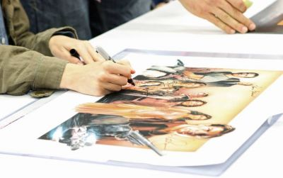 Summer Glau signs a Firefly poster at Dallas Comic Con