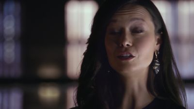 Summer Glau as mysterious Isabel Rochev in Arrow 2x01 City of Heroes