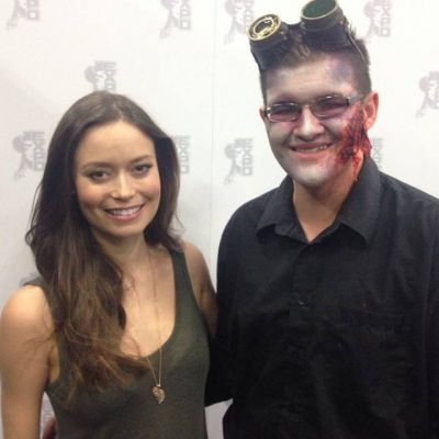 Summer Glau posing with a Zombie cosplay at Edmonton Expo