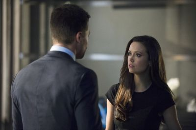 Stephen Amell as Oliver Queen and Summer Glau as Isabel Rochev in Arrow 2.08 'The Scientist'.