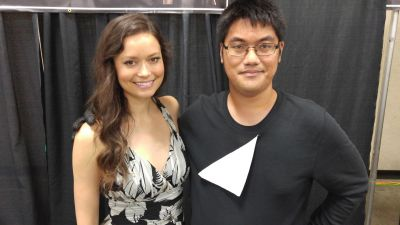 Summer Glau posing with fan at Comic Con Honolulu