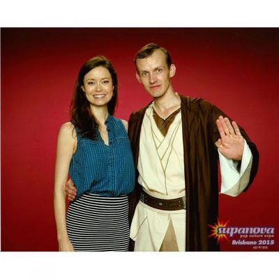 Summer Glau posing with Jedi cosplay at Supanova Brisbane
